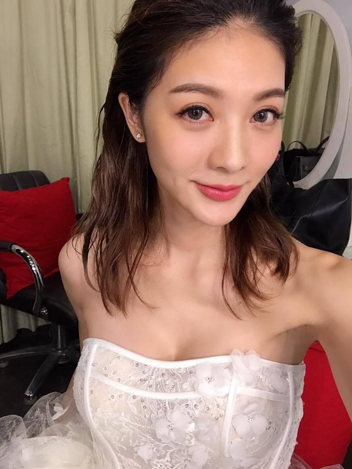 吳亞馨低胸美服超辣。圖/摘自吳亞馨臉書