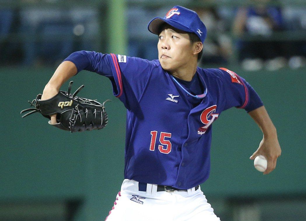 中華隊投手呂彥青先發抗日,力拼將亞錦賽冠軍留在台灣。記者余承翰/攝影