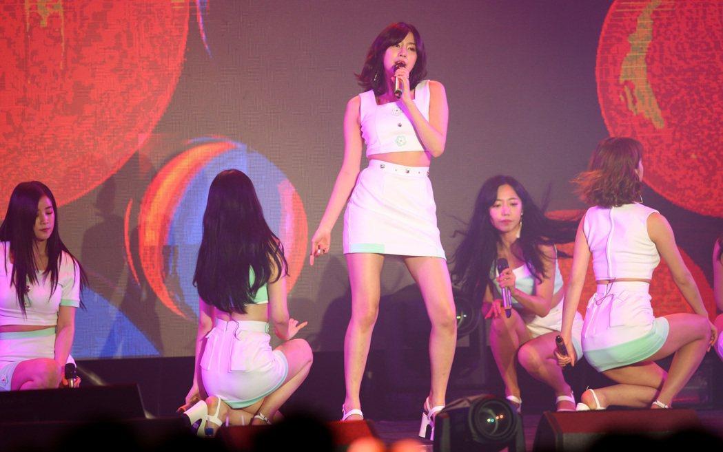 韓國女團Apink今晚在台大體育館舉行演唱會。記者程宜華/攝影
