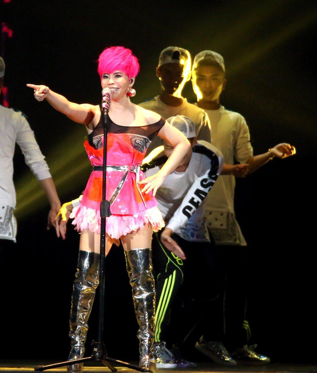 詹雅雯於台北小巨蛋舉辦「我牽你你牽伊」演唱會。記者陳立凱/攝影