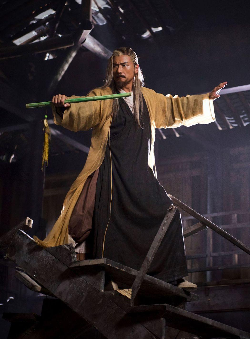 苗僑偉在「射鵰英雄傳2017」戲中飾演黃藥師,被讚「有型到世界盡頭」。圖/中天提