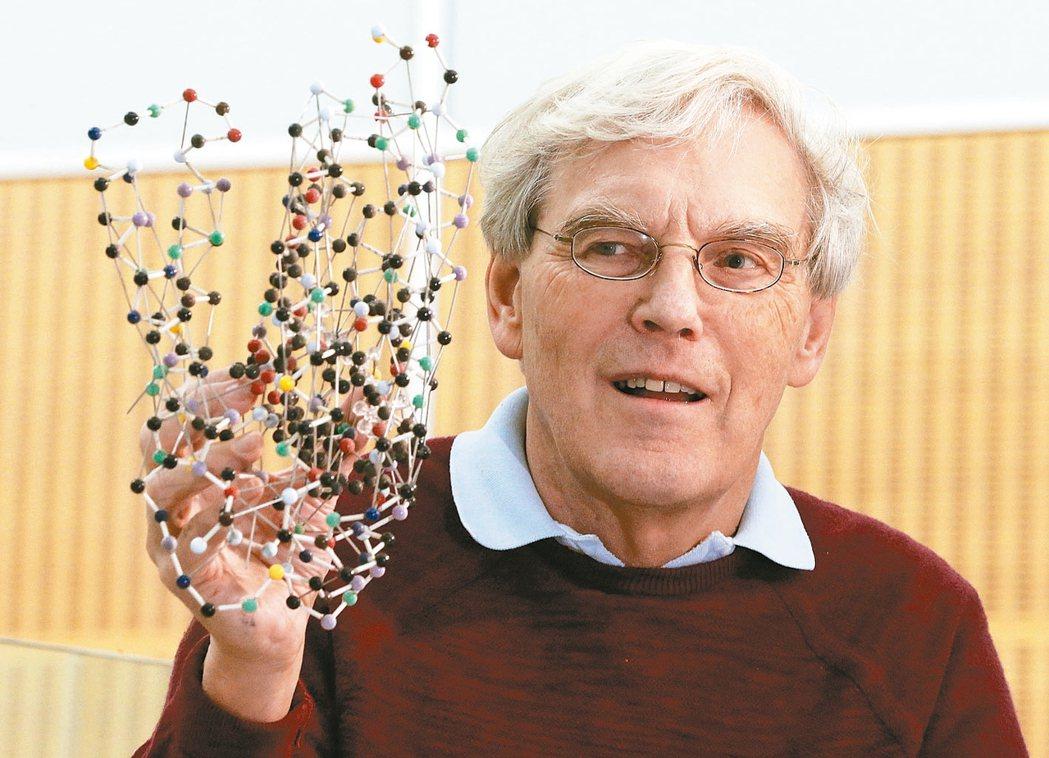 化學獎得主之一韓德森。 美聯社