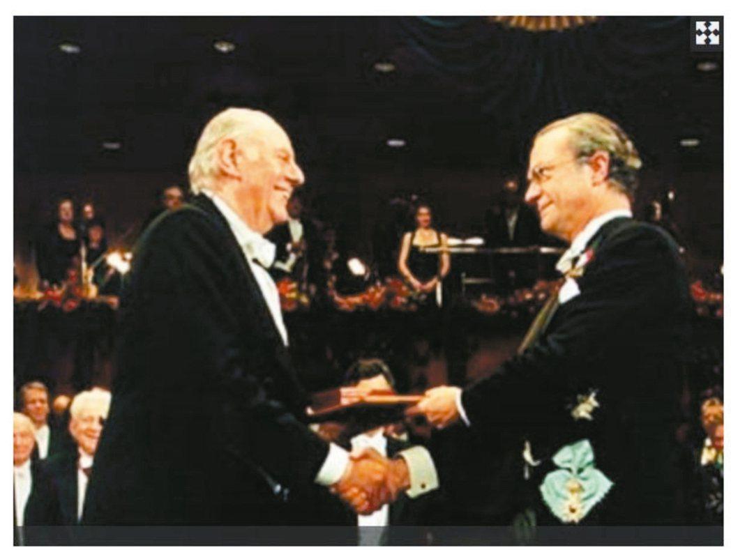 達利歐.弗(右)獲頒1997年諾貝爾文學獎。 圖/本報資料照片