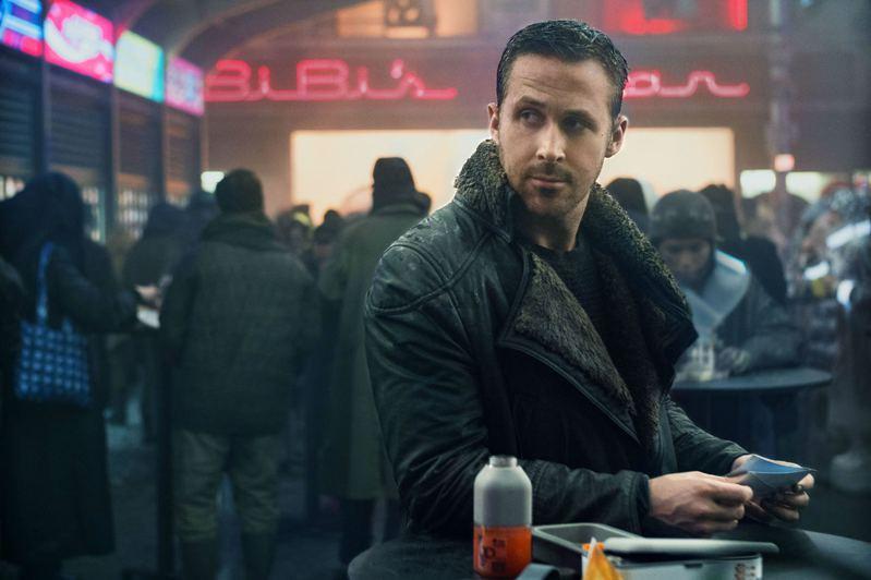 萊恩葛斯林在「銀翼殺手2049」演出精彩,戲份吃重。圖/索尼提供