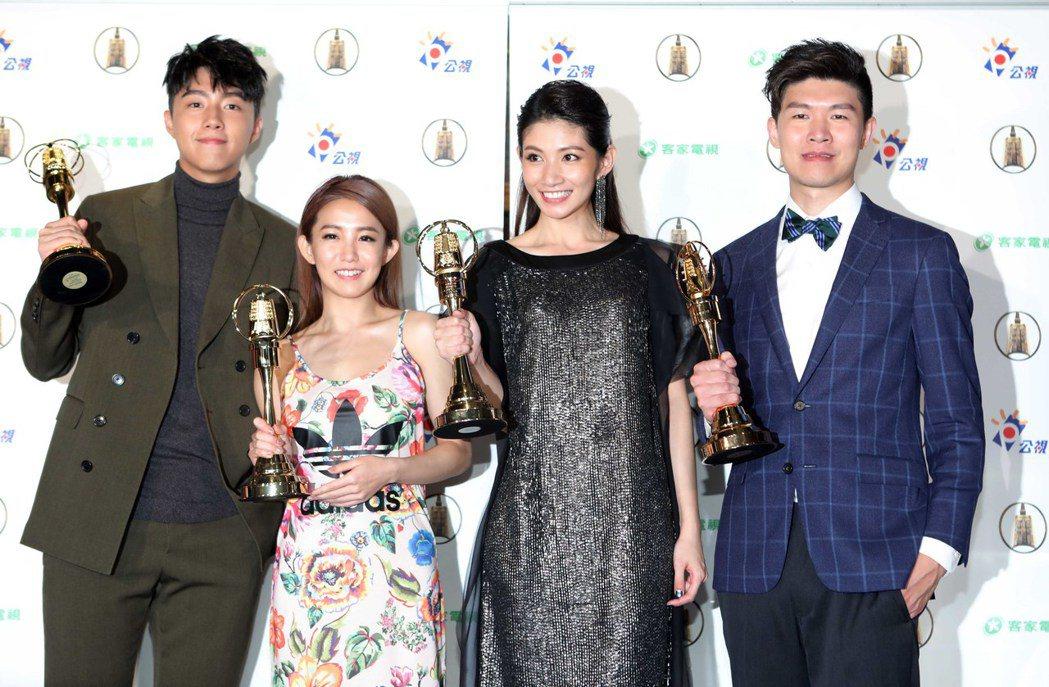 「通靈少女」蔡凡熙(左起)、郭書瑤、李千娜、導演陳和榆出席公視慶功宴。圖/公視提