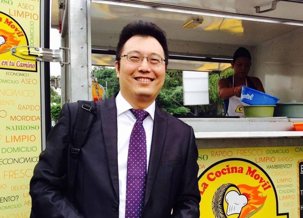 淡江大學全球政治經濟學系主任包正豪。圖/截自包正豪臉書