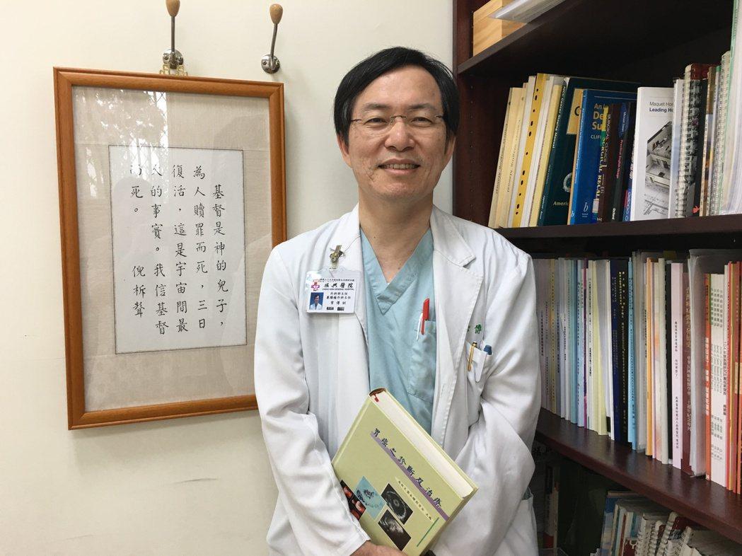 振興醫院外科部主任常傳訓是虔誠的基督徒,他因十二指腸潰瘍出血手術住院,了解病人痛...