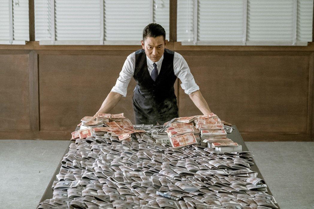 劉德華在「追龍」再次扮演經典角色五億探長雷洛。圖/華映提供