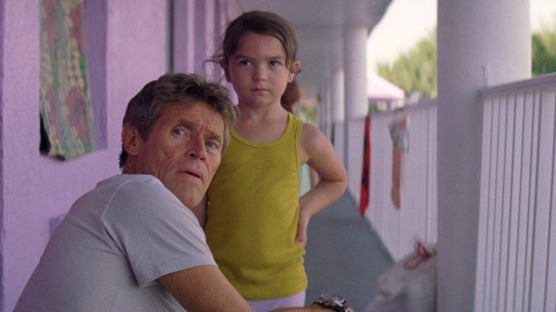 威廉達佛(左)與小童星布魯克林普林斯(右)在「歡迎光臨奇幻城堡」飾演忘年之交。圖