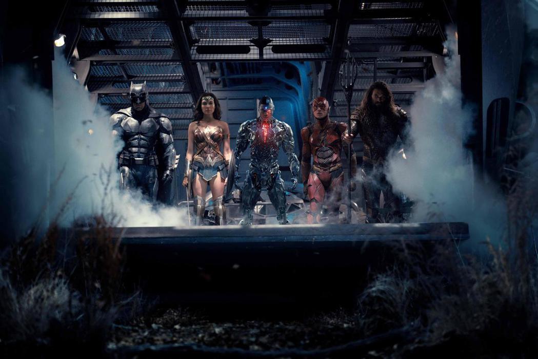 「正義聯盟」將首度集結蝙蝠俠、神力女超人、閃電俠及水行俠等超級英雄。圖/華納兄弟...