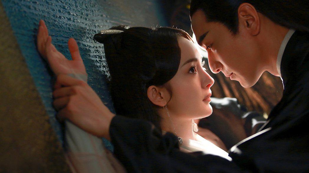 趙又廷、楊冪演出「三生三世十里桃花」劇中纏綿悱惻的愛情,兩岸引起高度話題。圖/緯