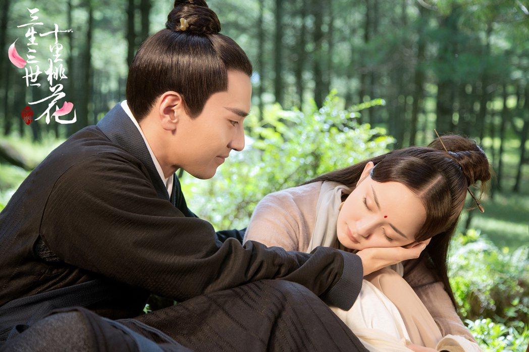 趙又廷、楊冪演出「三生三世十里桃花」劇中有許多精彩對手戲。圖/緯來提供