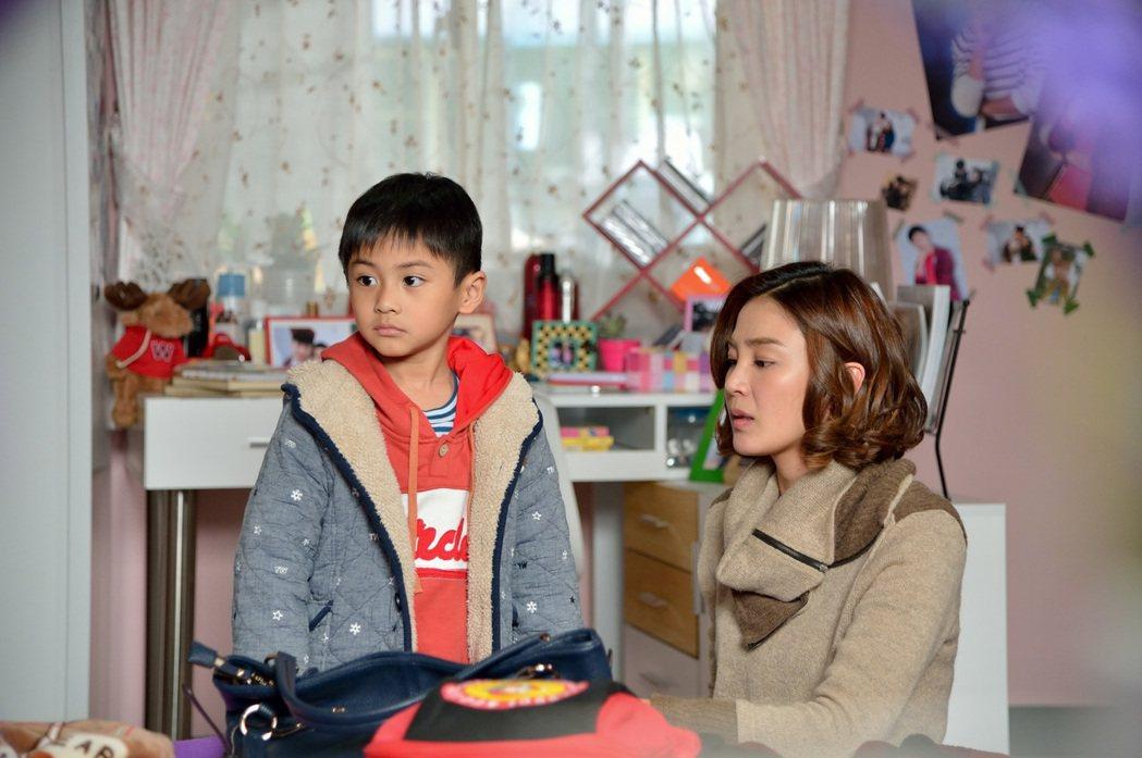 洪小鈴在「我的寶貝四千金」戲中和童星朱宥丞互動自然。圖/中視提供