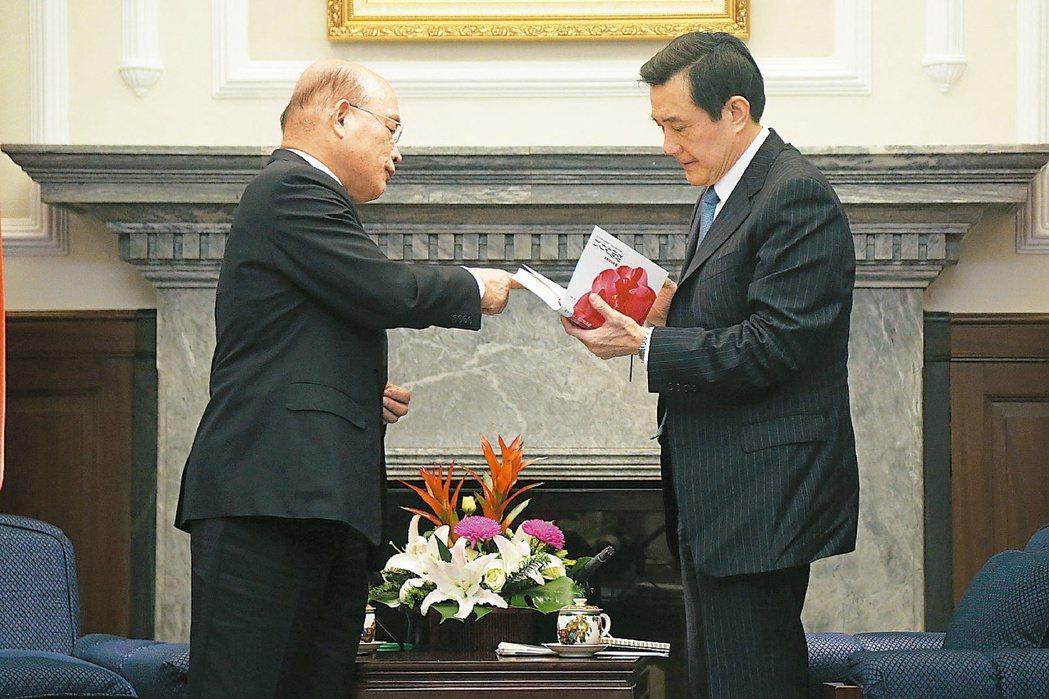 2014年馬英九總統(右)在總統府與民進黨主席蘇貞昌(左)會面,商談核四議題,蘇...