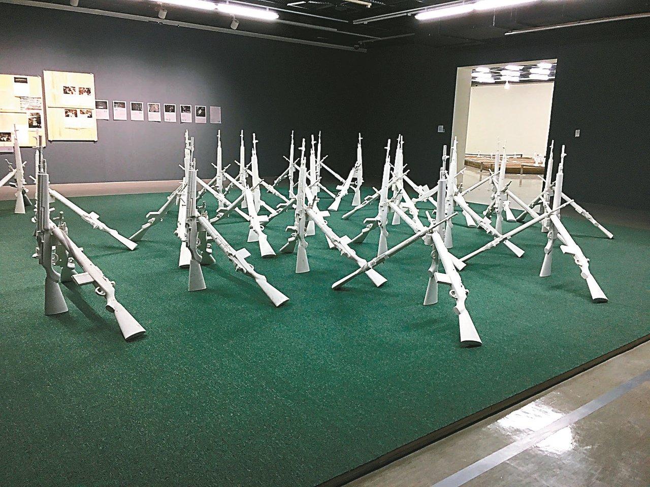 台灣藝術家劉和讓作品《步兵連》。 記者何定照/攝影