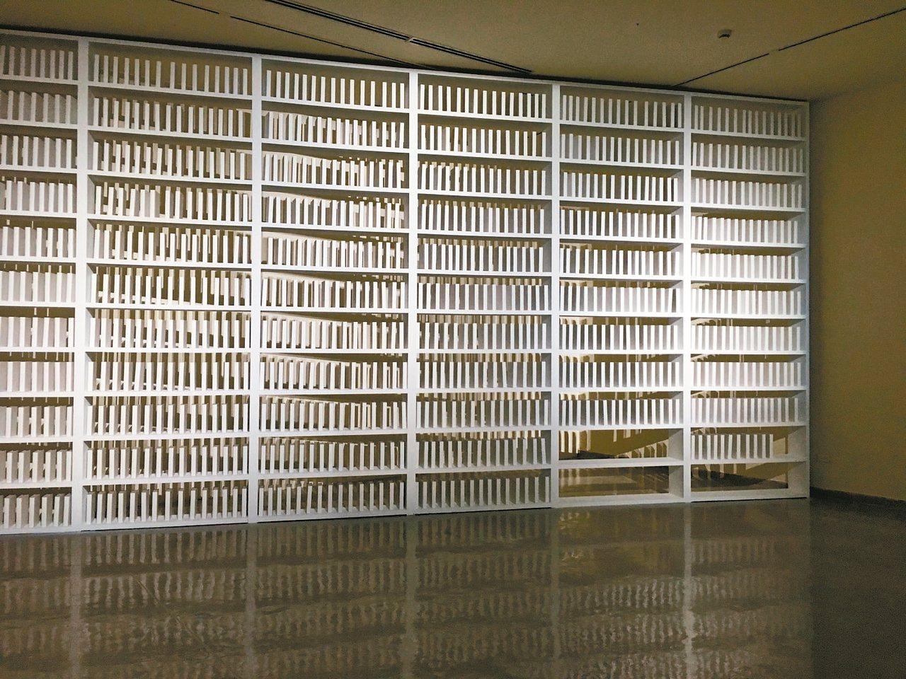 伊拉克藝術家華發‧比拉爾作品《168:01》,靈感來自巴格達大學藝術學院圖書館在...