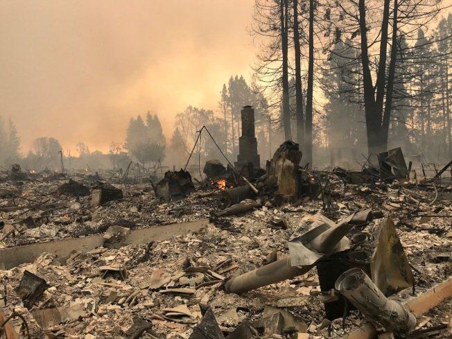 Karen早上回到現場,住家已被燒光,宛如戰場。(圖:Karen提供)