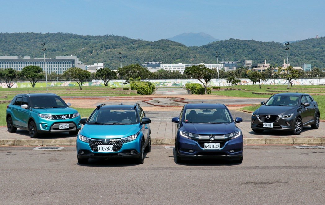 跨界休旅集評,左起Mazda CX-3、Suzuki Vitara、Luxgen U5、Honda HR-V。 記者陳威任/攝影