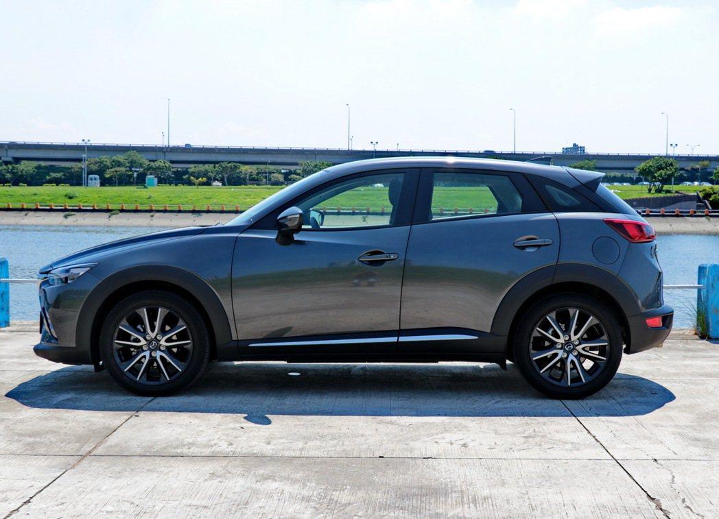 CX-3車身尺碼偏小。 記者陳威任/攝影