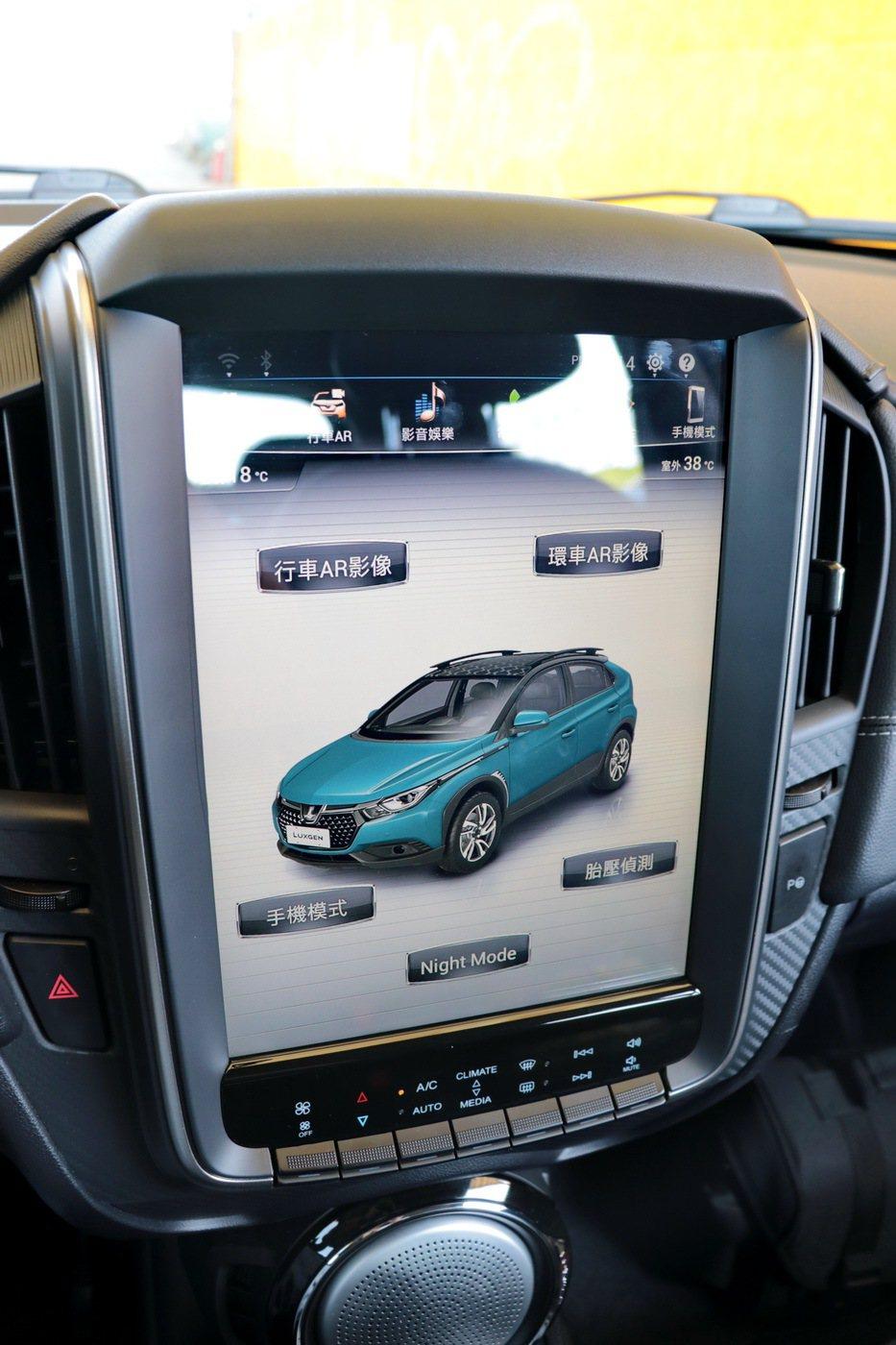 U5是全球第一台整合行車AR影像系統的車款。 記者陳威任/攝影