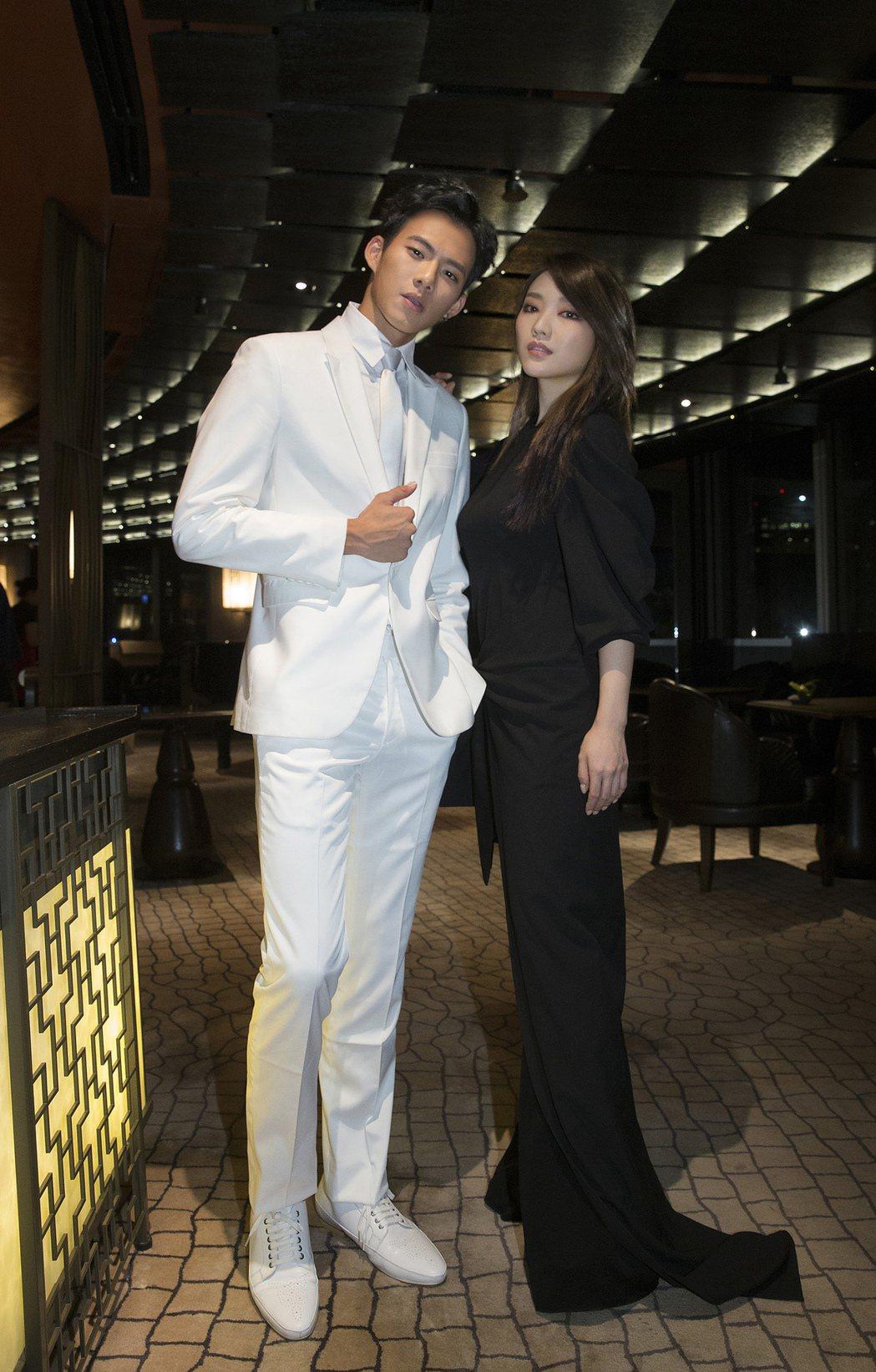 閻奕格表示吳念軒(左)太帥,不敢直視對方眼睛。圖/華研國際音樂提供