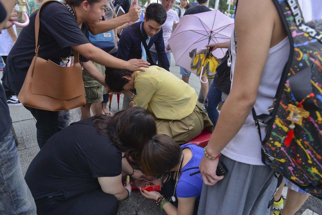 劉香慈在西門町拍攝電影「乳·房」時意外摔傷。圖/一念間電影提供