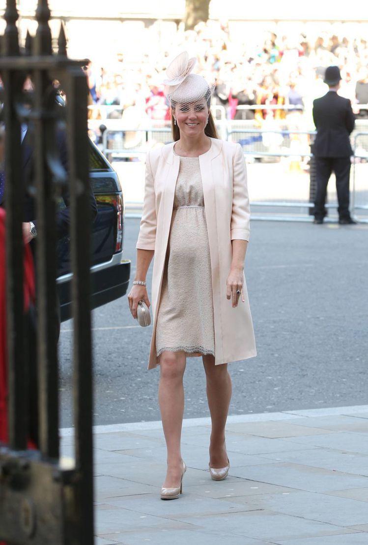 凱特王子妃即使穿孕婦裝都極度優雅。圖/取自WalesOnline