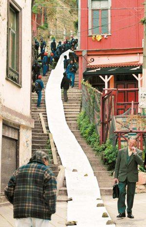 2004年7月,諾貝爾文學獎得主、智利名詩人聶魯達百歲冥誕,他故居所在的法耳巴拉...
