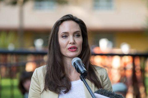 好萊塢知名製作人哈維溫斯坦(Harvey Weinstein)上周被爆出性騷擾、性侵女性員工、藝人超過30年,包括知名女星艾希莉賈德(Ashley Judd)。紐約時報10日再爆料,連奧斯卡影后葛妮...