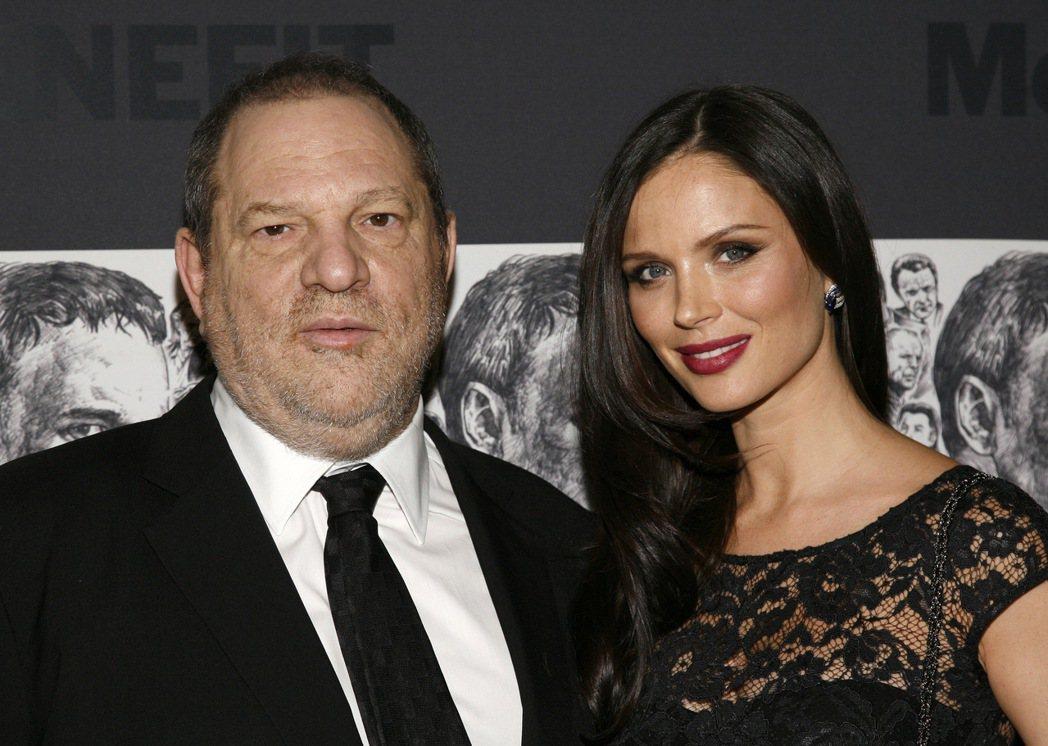 在針對好萊塢名製片溫斯坦(左)的性侵、騷擾和其他不當行為的指控陸續曝光之際,溫斯