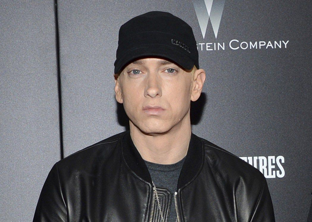 美國饒舌歌手阿姆(Eminem)10日在黑人娛樂電視嘻哈大獎(BET Hip H