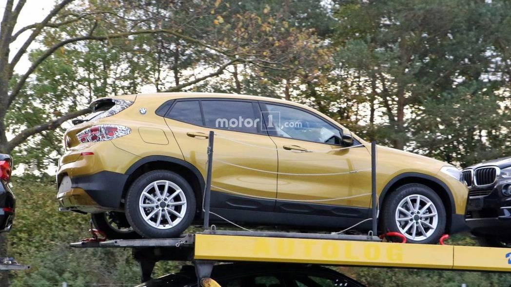 全新BMW X2 與去年在巴黎車展中亮相的概念款,還是有許多不一樣的地方。 摘自Motor 1