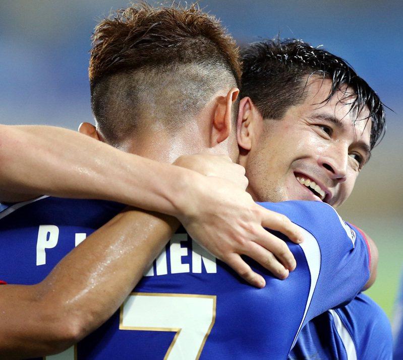 國慶之夜,台北田徑場見證台灣足球的新頁