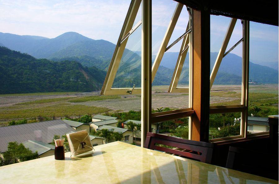 英仕山莊水力旋轉屋窗外景緻優美。 英仕山莊/提供