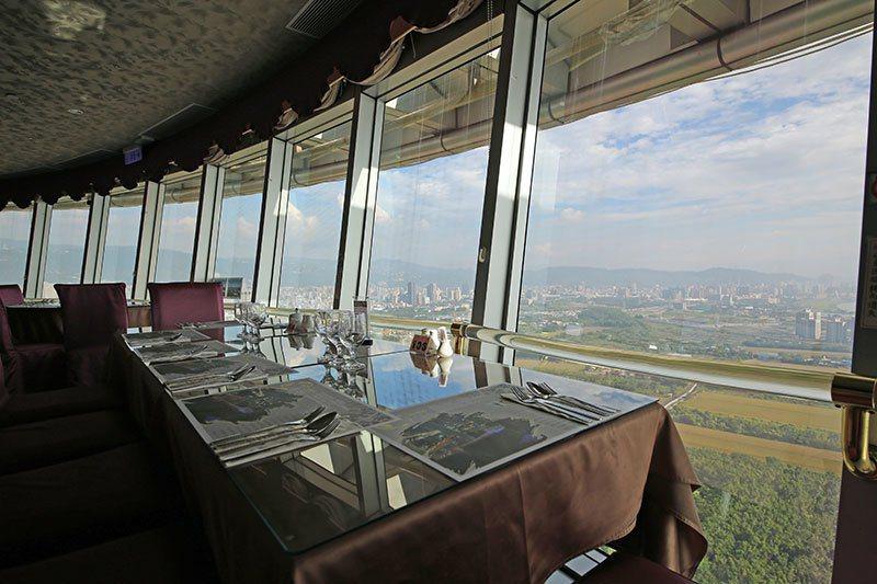 北投焚化廠旋轉餐廳,從高處可以俯瞰關渡平原360度美景。 北投焚化廠旋轉餐廳/提...