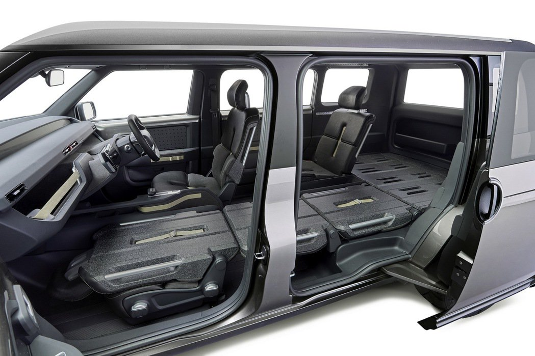 TOYOTA概念車Tj Cruiser將椅背傾倒後,可放入長度三公尺以內的物品。圖/TOYOTA提供