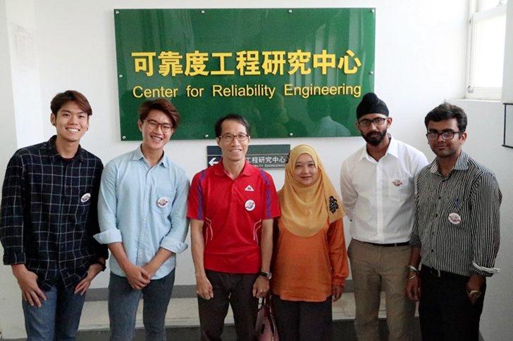 可靠度工程研究中心主任黃世欽(左三)團隊與馬來西亞國能大學國合長Dr. Zura...