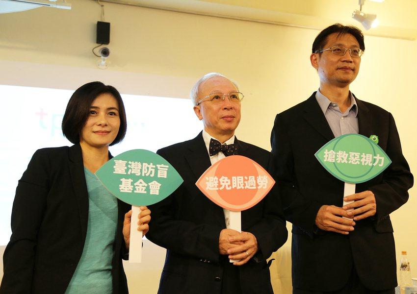 高度近視及眼睛相關的疾病逐年增加,且有年輕化的趨勢,台灣防盲基金會呼籲民眾重視眼...