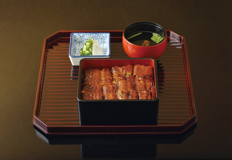 鰻重定食(松)580/外皮烤到酥脆,吃起來又相當入味的重定食很受歡迎。