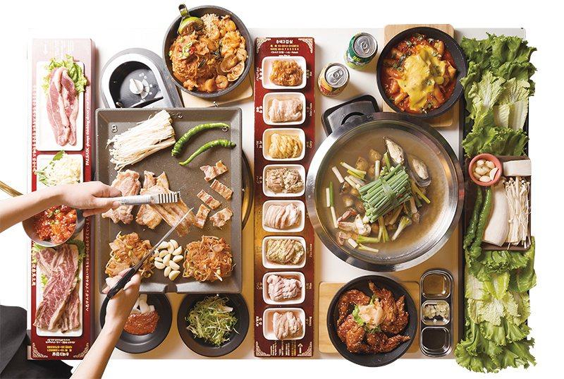 噗滋森77套餐1680元/4人份/套餐內容超豐富,包含了秘漬牛小排、奶油椒鹽牛霜...