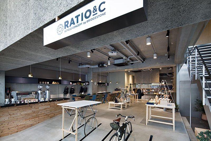 跳脫一般自行車店的概念,融合了單車、時尚、咖啡的複合空間,內用席設有插座、免費 ...