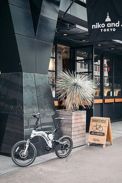 niko and...的專屬單車設計得相當時尚可愛,附有電動機能,龍頭上還有智...