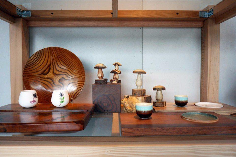 山榮木業將廢木料加工再製成文創小物。(攝影/林郁姍)