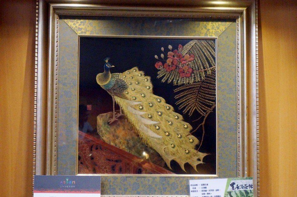 黃金與漆藝結合的作品,要價420萬。(攝影/林郁姍)