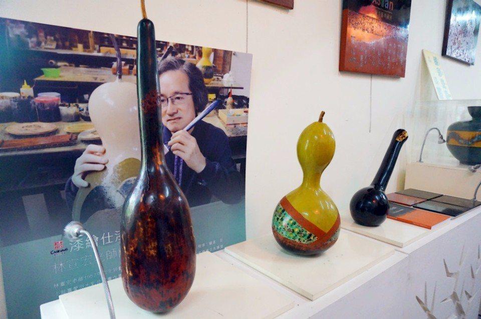 林宣宏老是豐原當地著名的藝術家,有不少漆器創作。(攝影/林郁姍)