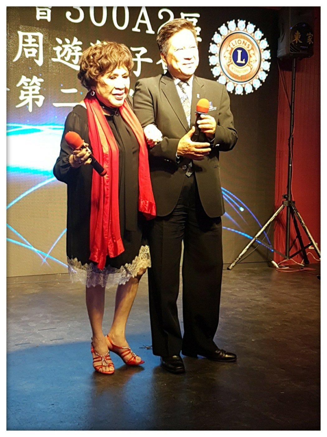 周遊(左)正式回收腥夫李朝永。圖/摘自臉書