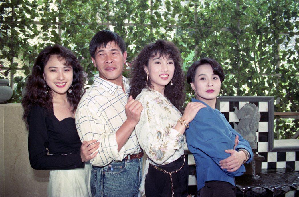 華視八點檔家庭喜劇「家有仙妻」劇組演員,左起戈偉如、澎恰恰、林以真、馬維欣。圖/...