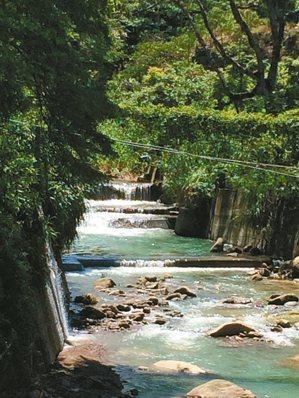 北中寮在樟平溪流域,圖中潺潺溪流在清水、內城二村交界。 李瑞騰.圖片提供