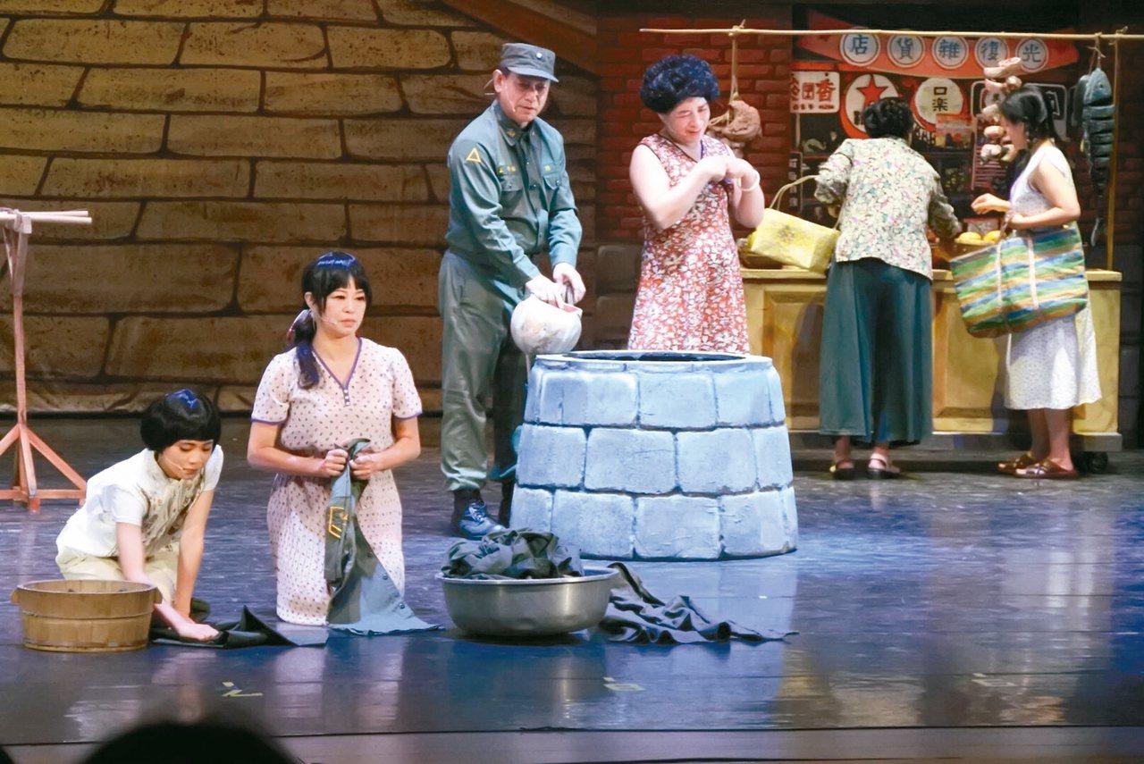 「2017憶起金門-金門夢1960」舞台劇由李敏德所執導,日前成功演出。 記者蔡...