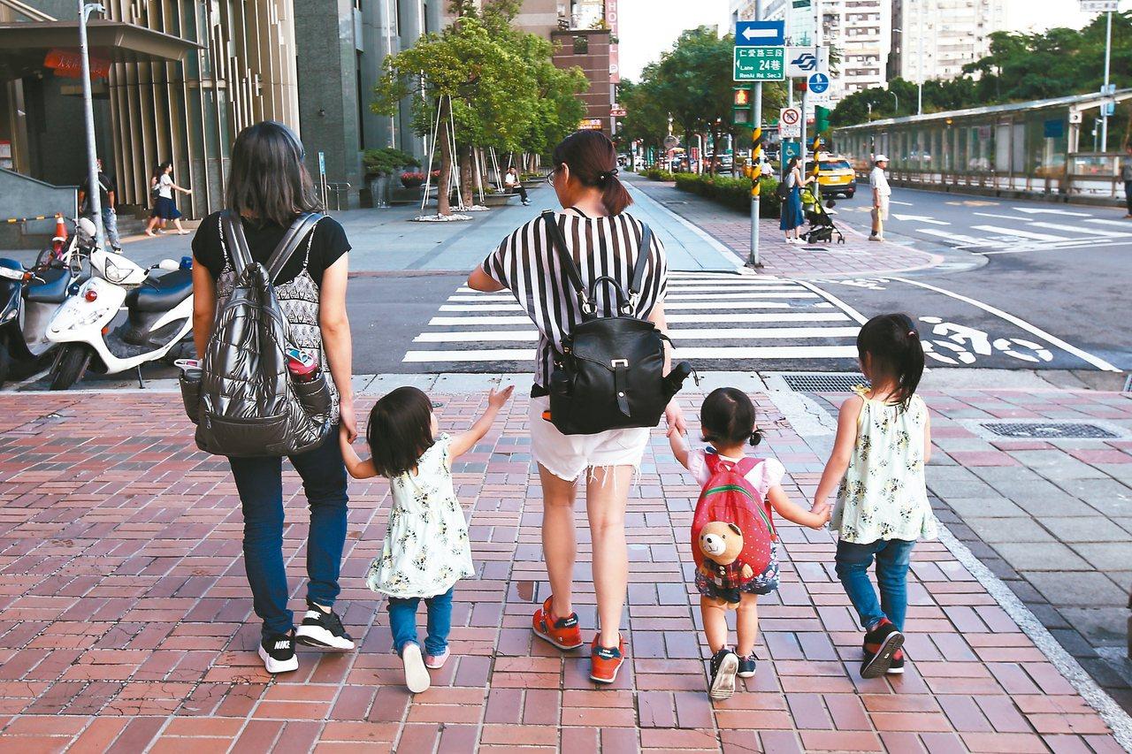 台灣少子化嚴重,生育率直直落。 記者蘇健忠/攝影